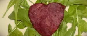 Seitan Herzilein auf zitronigem Erbsenpüree