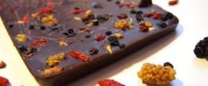 Dunkle Schokolade mit Superfoods