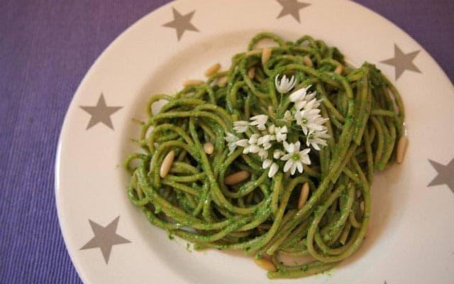 Spaghetti mit Bärlauch-Pesto
