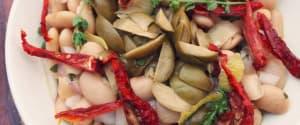 Weißer Bohnensalat mit grünen Oliven und Zitrusdressing