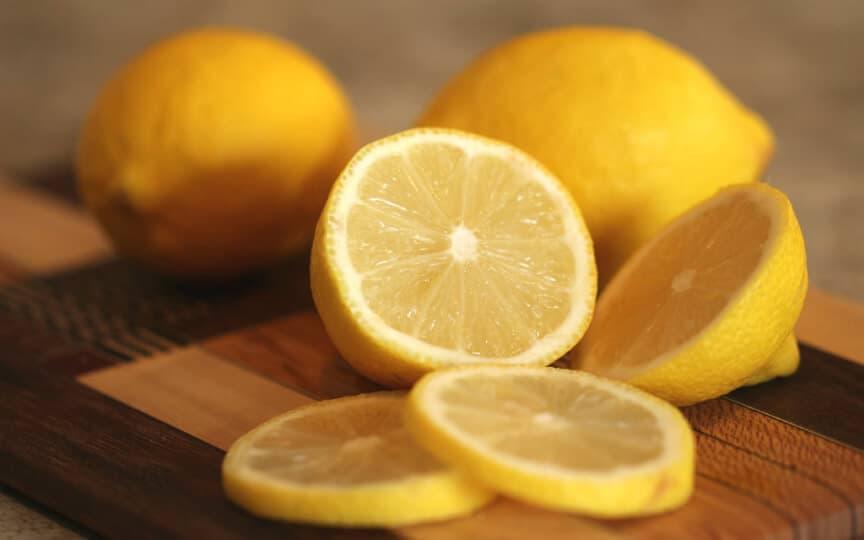 putzen mit Zitronensaft