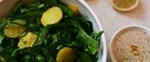 Endiviensalat mit warmen Kartoffeln und Zitronen-Tahin Dressing