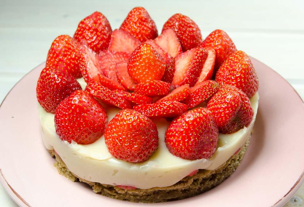 Einfacher Erdbeer Kuchen Mit Macadamia Vanille Creme Veganblatt