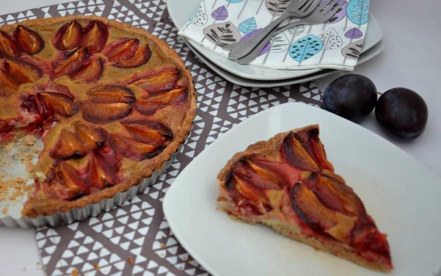 Glutenfreier, veganer Zwetschgenkuchen