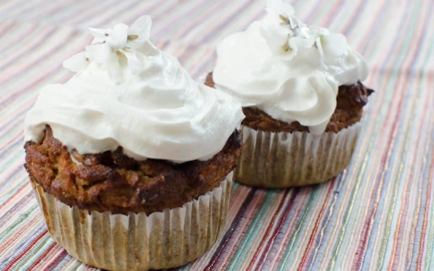 Vegane zuckerfreie Karotten Cupcakes