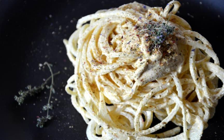 Kohlrabi-Pasta mit Rohkost-Käsesauce
