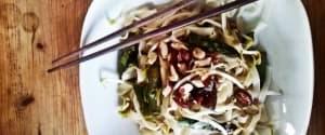 Veganes Pad Thai mit grünem Spargel