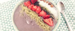Bunte Aronia Smoothie Bowl