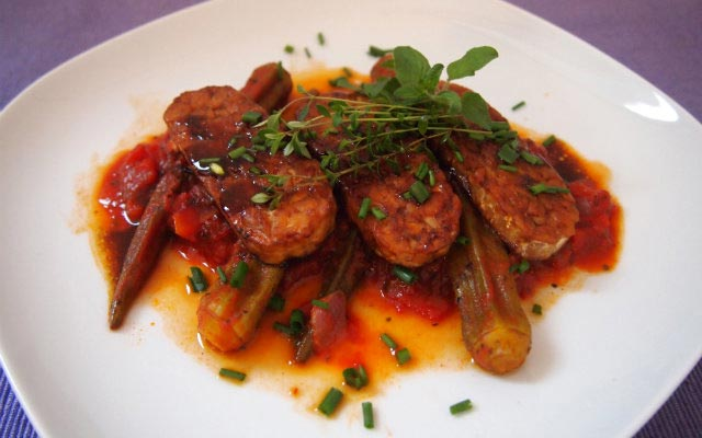 Tempeh mit Okra-Gemüse