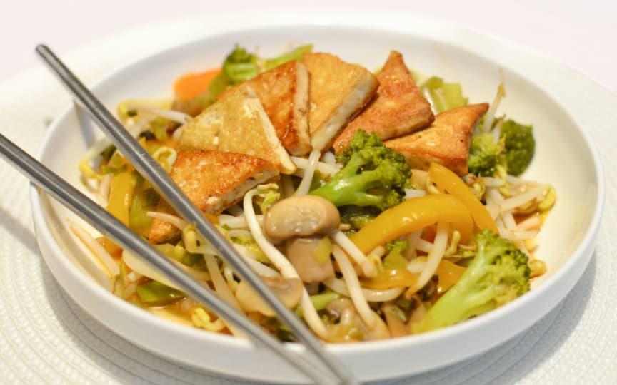 Wok Gemüse gebackener Tofu