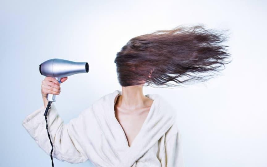 Trockene Haare vorbeugen