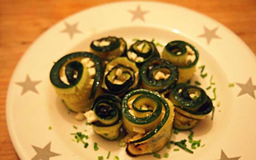 Antipasti: Zucchiniröllchen